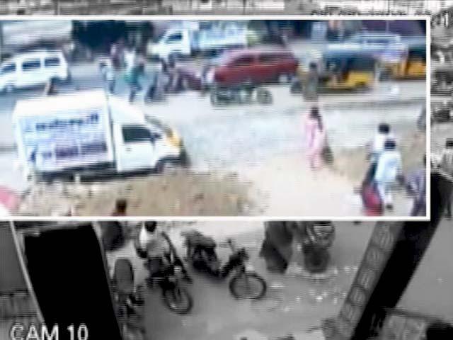 Videos : कैमरे में कैद : तमिलनाडु में दंपति पर दिनदहाड़े बर्बर हमला, पति की मौत