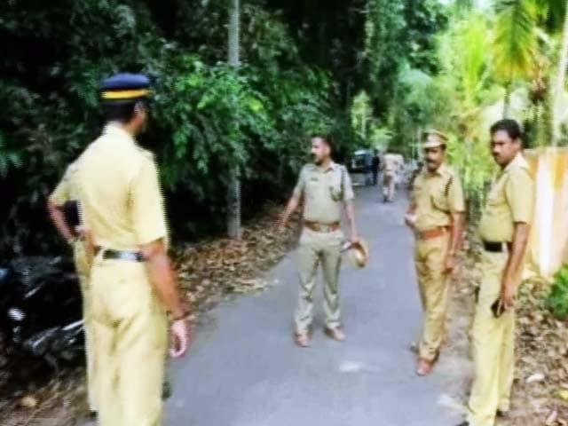 Videos : केरल में घर से खींचकर कांग्रेस कार्यकर्ता की हत्या