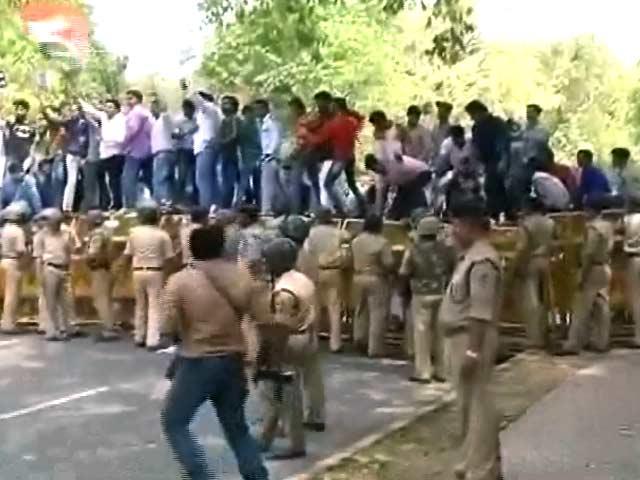 Videos : विजय माल्या के मुद्दे पर यूथ कांग्रेस का प्रदर्शन