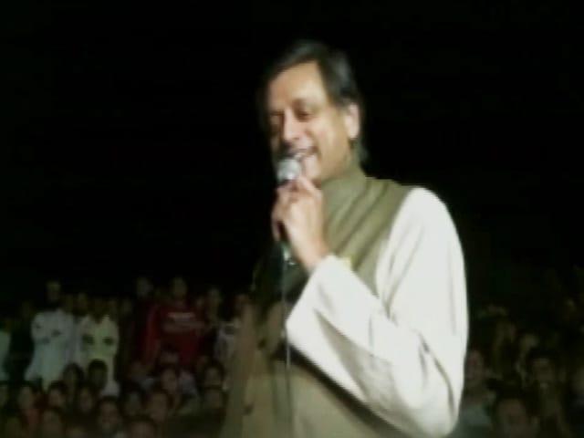 Video : कन्हैया को भगत सिंह जैसा बताए जाने पर शशि थरूर की लगी क्लास