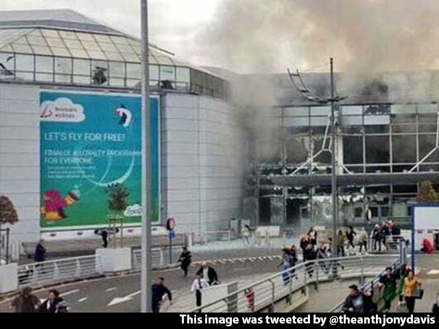 Video : Video Shows Passengers Running Out After Brussels Airport Attacked