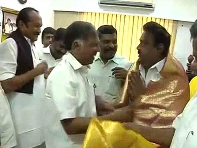 Video : Tamil Nadu's Captain Runs For Chief Minister: Vijaykanth Strikes Alliance