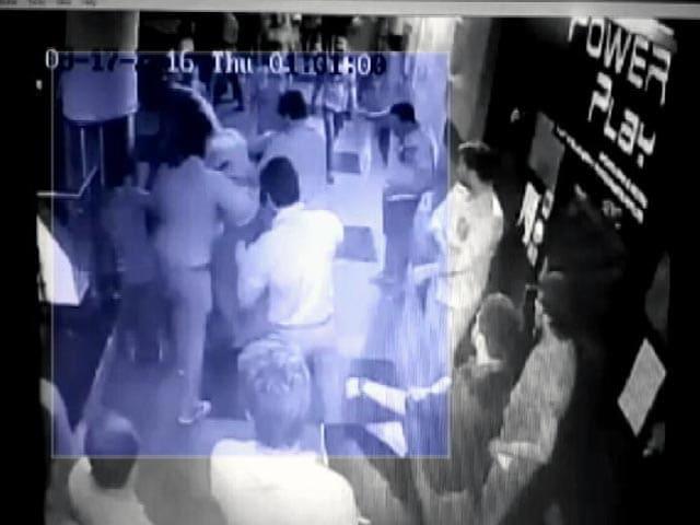 Video : फटाफट खबरें : गुडगांव के एक क्लब में मारपीट की घटना