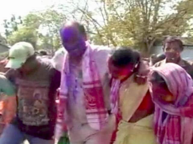 Video : असम के चाय बगानों से होली का रंग