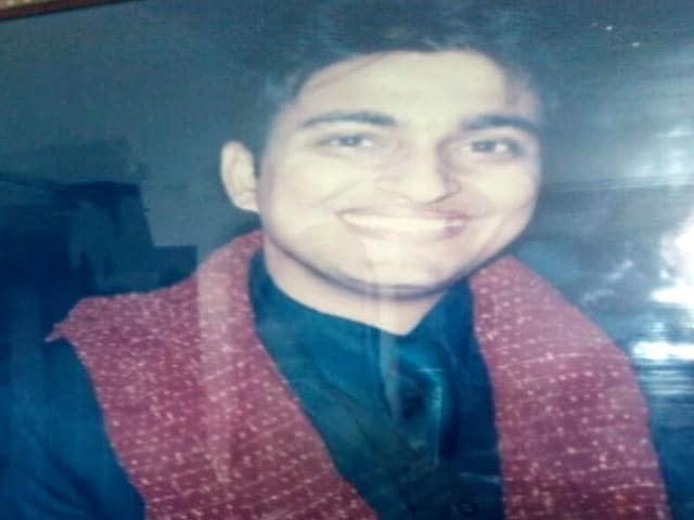 Videos : दिल्ली में डॉक्टर की रॉड-डंडों से पीट-पीटकर हत्या