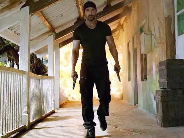 Videos : फ़िल्म रिव्यू : 'रॉकी हैंडसम' की कहानी में कोई ताज़गी नहीं...