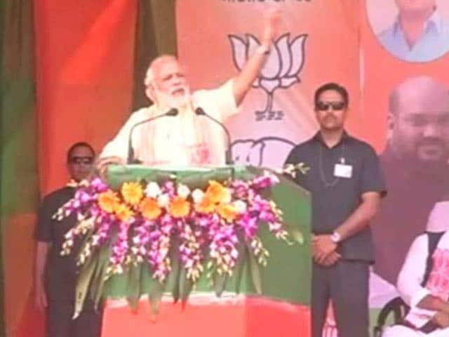 Video : I Am Not Fighting Gogoi But <i>Gareebi</i>, Says PM Modi In Assam