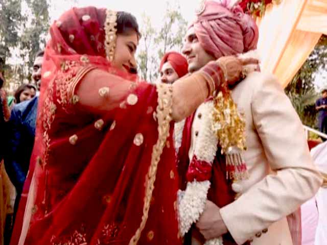 Video : Fall in Love With This Punjabi-Parsi Style Wedding
