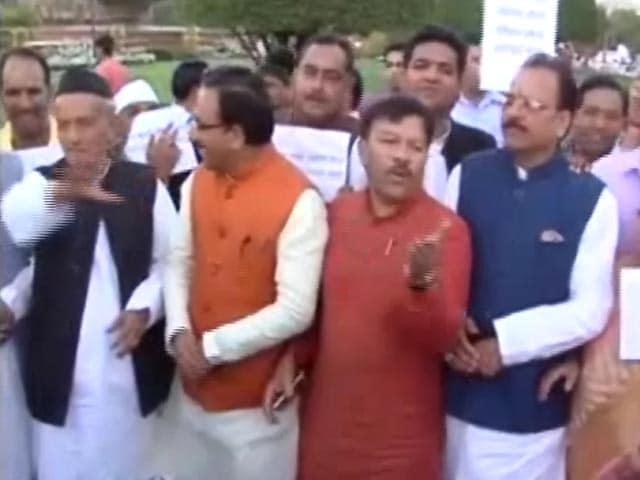 Video : उत्तराखंड में लगाया गया राष्ट्रपति शासन, हाईकोर्ट में चुनौती दे सकती है कांग्रेस