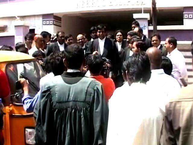 Video : हैदराबाद विश्वविद्यालय के छात्रों को मिली ज़मानत