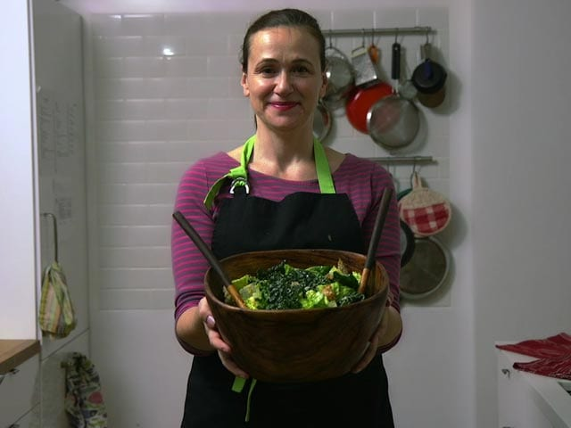 Video : Kale-Romaine Caesar Salad