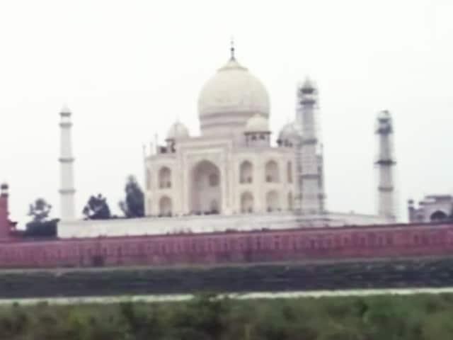 Videos : ताज महल : मीनार का गुंबद गिरा?