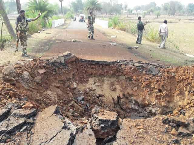 Videos : छत्तीसगढ़ में नक्सली हमला, 7 CRPF जवान मारे गए