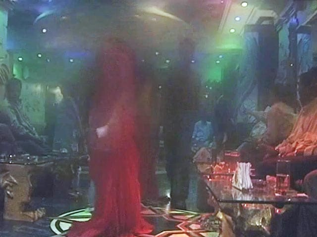 Videos : महाराष्ट्र : डांस बार को लेकर नए नियम, बार बाला को छूने पर छह महीने जेल की सज़ा