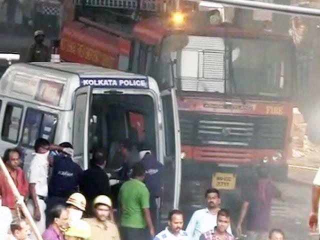 Video : न्यूज प्वाइंट : कोलकाता में भरभरा कर गिरा फ्लाईओवर