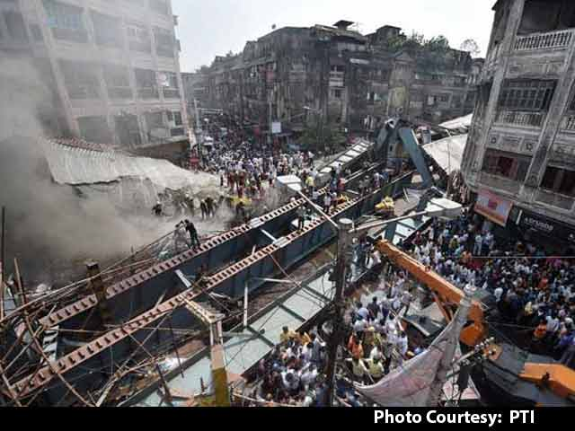 Video : 24 Dead In Kolkata Flyover Collapse, 90 Pulled Out In All-Night Rescue