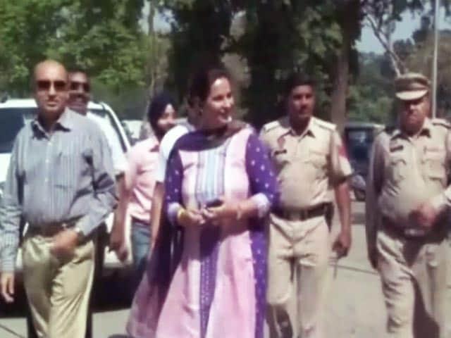 Videos : सिद्धू की पत्नी और विधायक नवजोत कौर ने पार्टी से इस्तीफा दिया