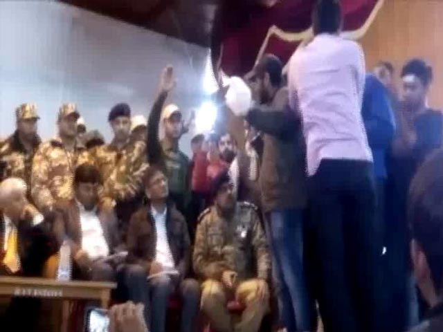 Video : 'We Want Our Tricolour Back,' Students To Central Team At Srinagar Institute