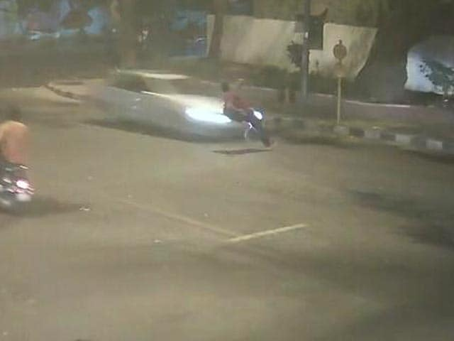 Video : Mercedes Hit-And-Run On Camera: 32-Year-Old Ran But Couldn't Get Away