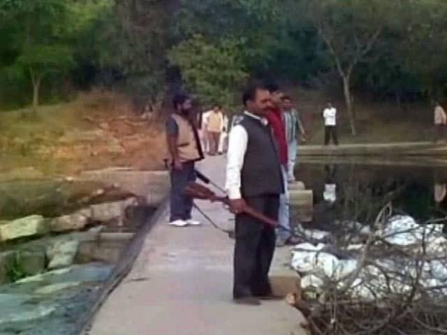 Videos : टीकमगढ़ में पानी की सुरक्षा के लिए बंदूकधारियों की तैनाती