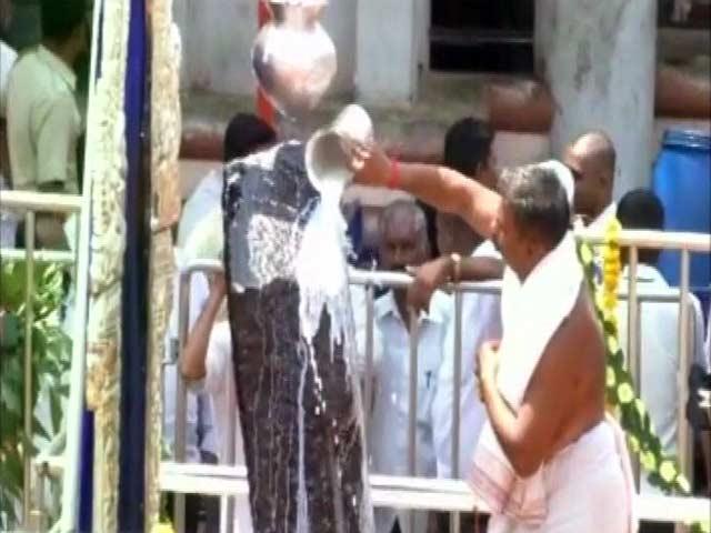 Video : महिलाओं को भी मिली शनि शिंगणापुर में चबूतरे पर पूजा करने की इजाजत