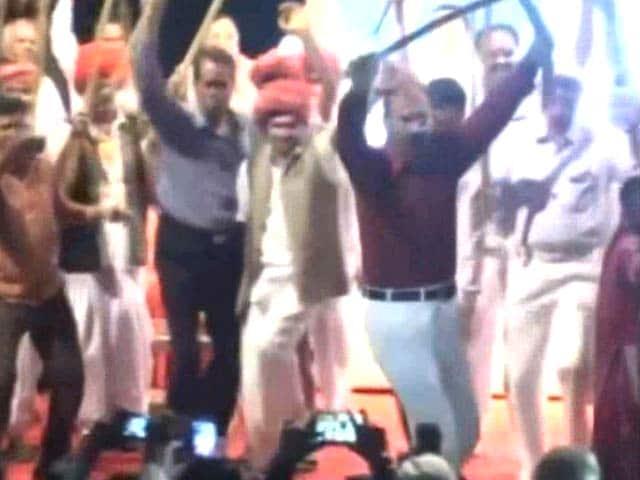 Video : Gujarat 'Encounter Cop' DG Vanzara Celebrates Homecoming With A Dance