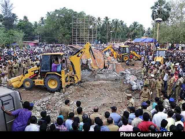 Video : Kerala Temple Fire: 106 Dead, 10,000 Were Watching Fireworks