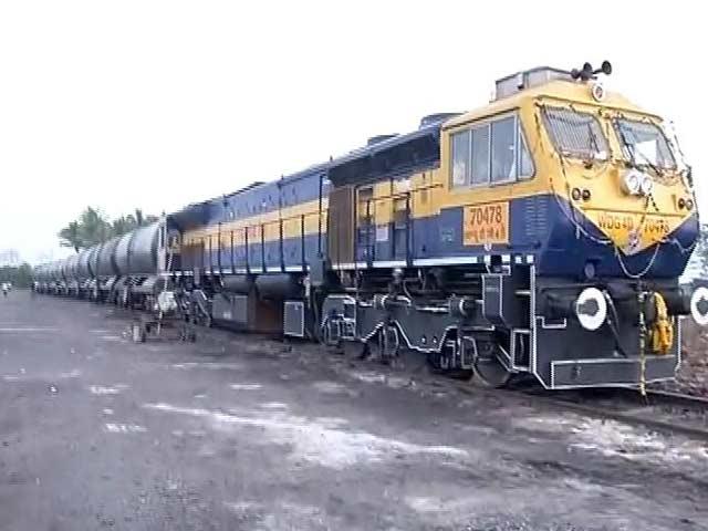 Video : महाराष्ट्र के लातूर पहुंची वाटर ट्रेन