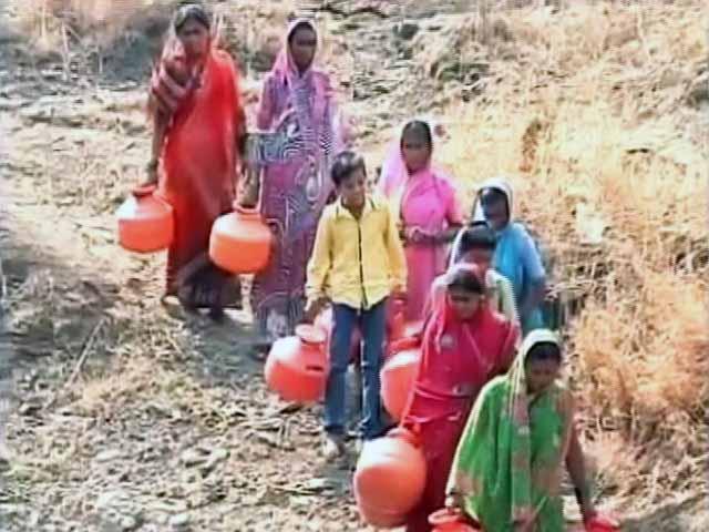 Videos : न्यूज़ प्वाइंट : इस भीषण गर्मी में पानी की किल्लत से जूझता आधा देश