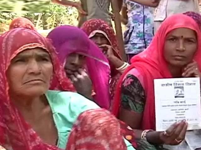 Videos : मनरेगा का सच पार्ट-2 : बेगारी करते मजदूर, लेकिन नहीं मिलते पैसे
