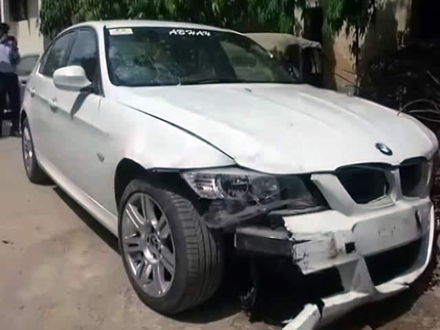 Videos : नोएडा BMW हिट एंड रन केस :  युवक की मौत, ड्राइवर अभी तक फरार