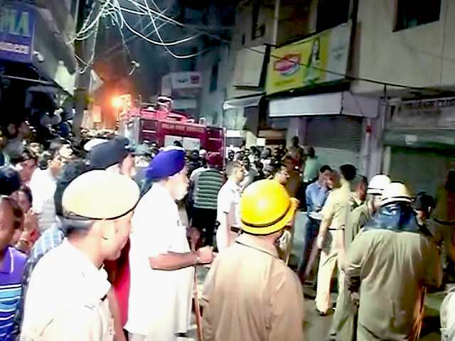 Videos : दिल्ली : डबल सिलेंडर धमाका, 6 लोगों की मौत
