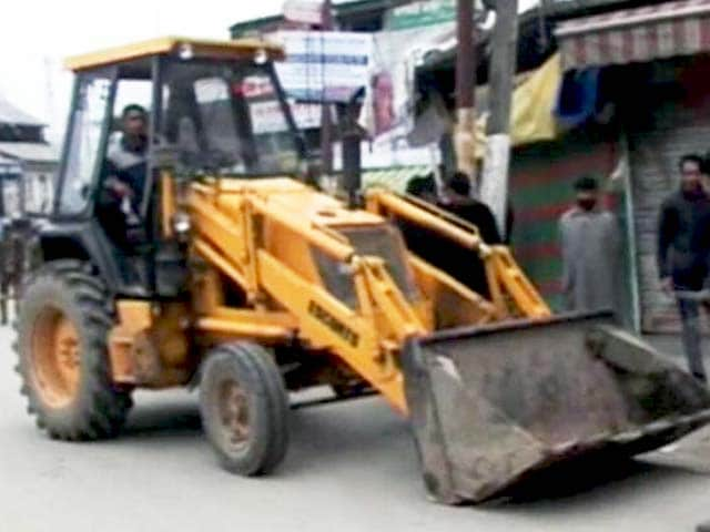Video : हंदवाड़ा से सेना के 3 बंकर हटाए गए