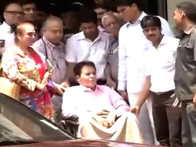 Video : दिलीप कुमार को अस्पताल से मिली छुट्टी
