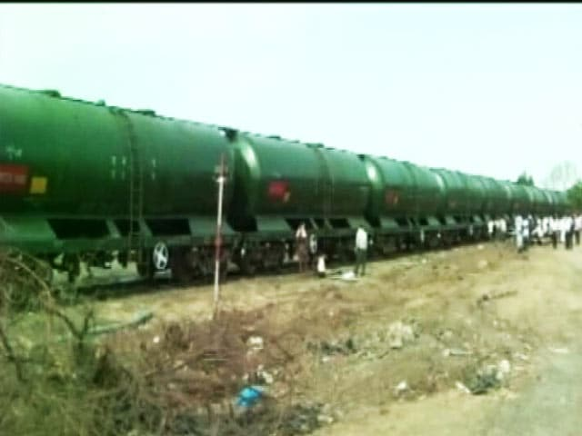 Video : Second Water Train Chugs Into Maharashtra's Drought-Hit Latur