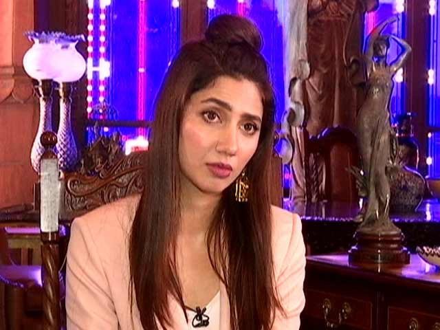 Video : Mahira Khan is a Fan of These Bollywood Legends