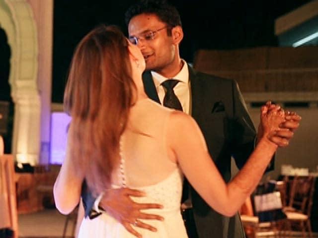 Video : Indo-Russian Couple Gets Hitched on <i>Yarri Dostii Shaadi</i>