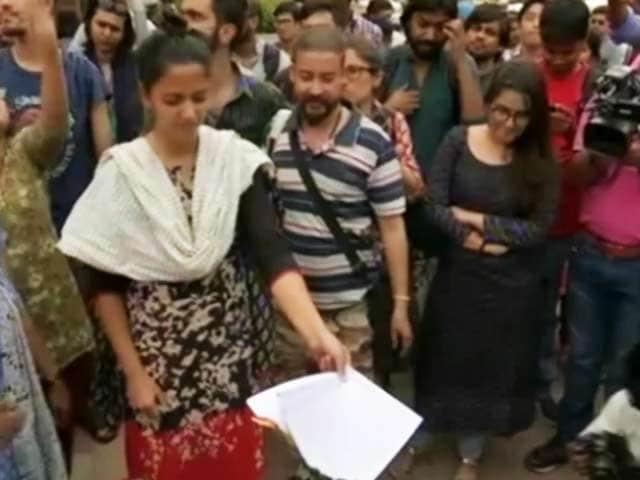 Video : जेएनयू प्रशासन की सज़ा के विरोध में छात्र संघ