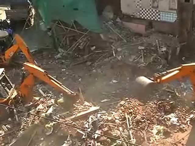 Video : मुंबई : कमाठीपुरा में बिल्डिंग गिरी, 5 लोगों की मौत