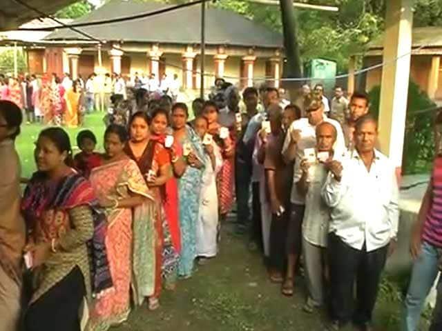 Videos : पश्चिम बंगाल : छठे और अंतिम चरण में 25 सीटों पर वोटिंग जारी