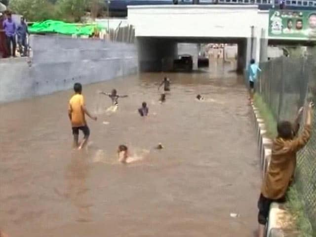 Video : Heavy Rains Wreak Havoc Telangana, Andhra Pradesh