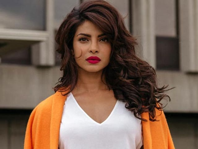 Video : Priyanka Chopra on a House Hunt?