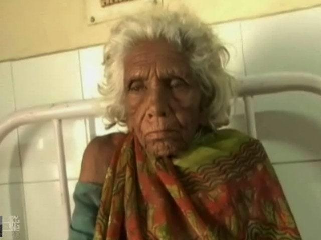 Videos : मदर्स डे के दिन बीमार बूढ़ी मां को अस्पताल के बाहर लावारिस छोड़ा