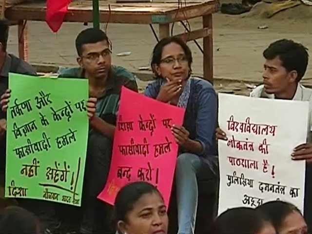 Video : जंतर मंतर पहुंचा जेएनयू छात्रों का आंदोलन, कई दलों के नेताओं ने जताया समर्थन