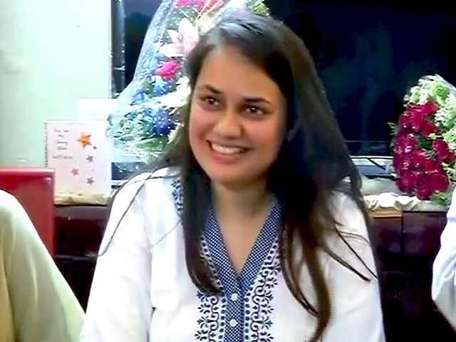 Videos : इंडिया 7 बजे : दिल्ली की टीना डाबी बनीं यूपीएससी टॉपर