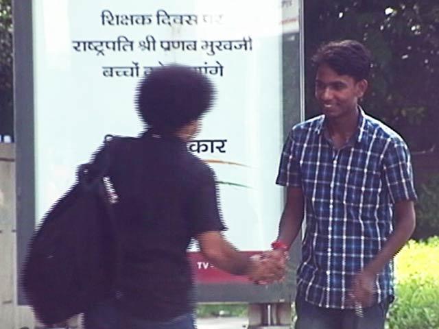 Video : The Most Awkward Yet Funny Handshake