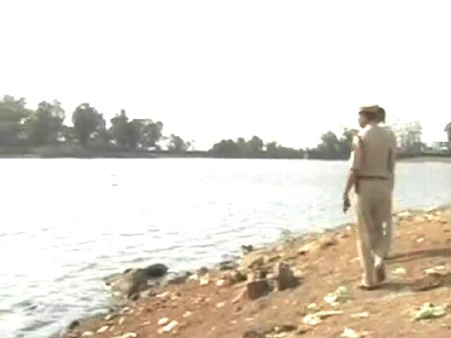 Videos : इंडिया 9 बजे : मुंबई से सटे अंबरनाथ में पानी माफिया लूट रहे रेलवे का पानी