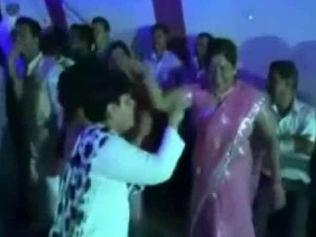 Videos : महाराष्ट्र : अस्पताल में नाच गाना, मरीज़ों की कोई सुध नहीं