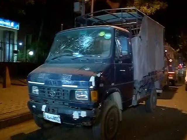 Video : आसाराम के समर्थकों का हंगामा, गाड़ियां तोड़ीं और पुलिस स्टेशन पर किया पथराव