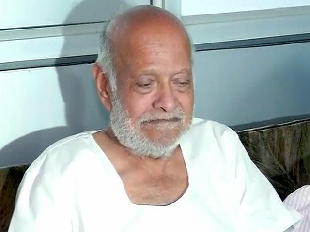 Video : वृद्धाश्रम में रह रहे महात्मा गांधी के पौत्र से बात की पीएम नरेंद्र मोदी ने